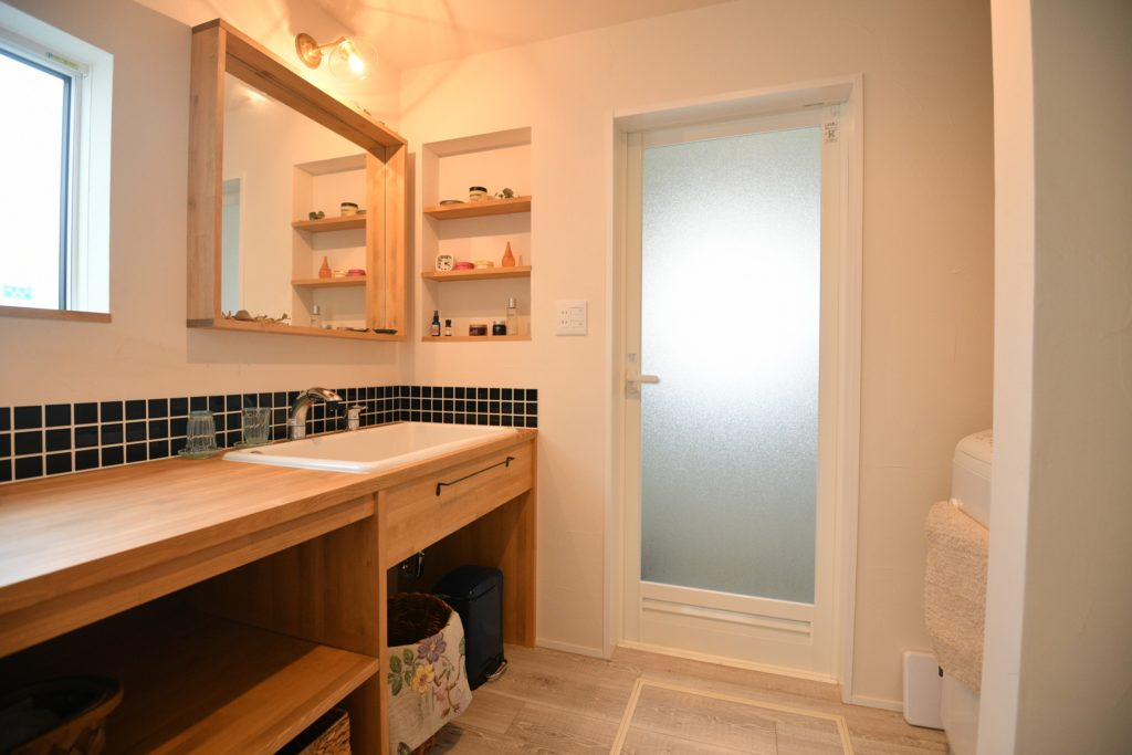 八戸市新築住宅の造作洗面化粧台|八戸市 平屋