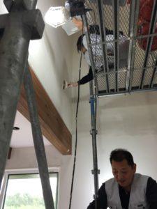 珪藻土の塗り壁施工中|八戸市 工務店