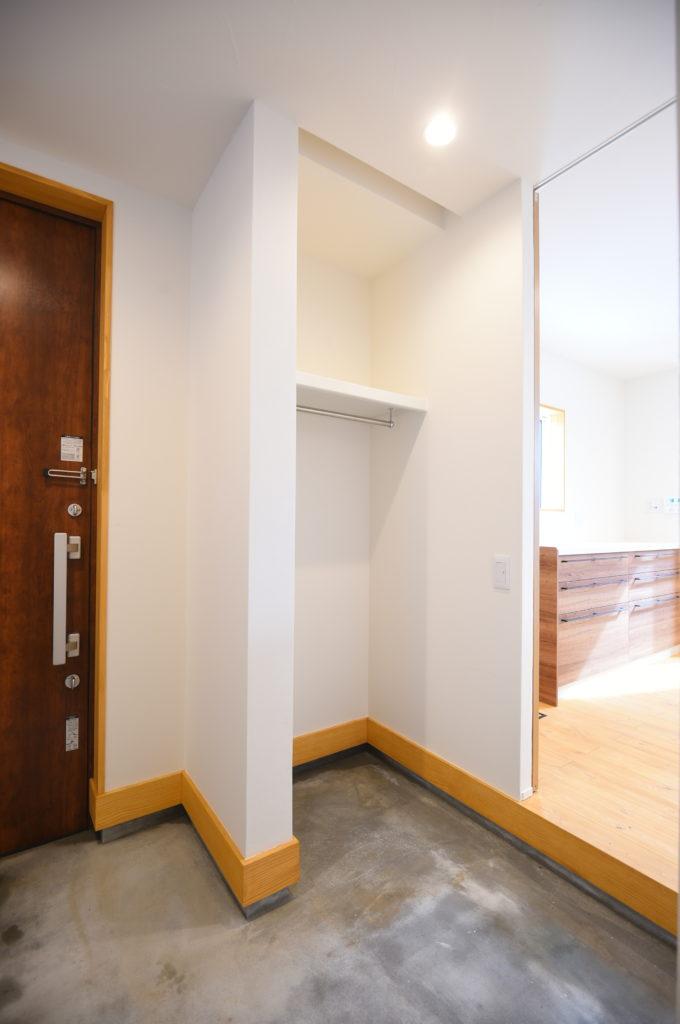 土間玄関と収納スペース|八戸市 新築住宅