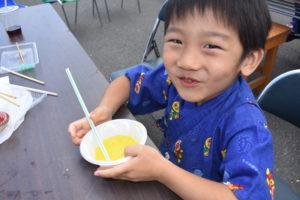 かき氷を食べる子供|八戸市 注文住宅