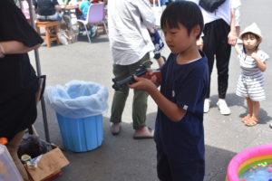 射的をする男の子|八戸市 新築住宅