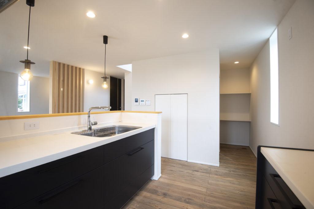 新築住宅キッチンの隣|八戸市 工務店