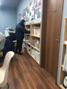 棚を整理する大掃除|八戸市 工務店
