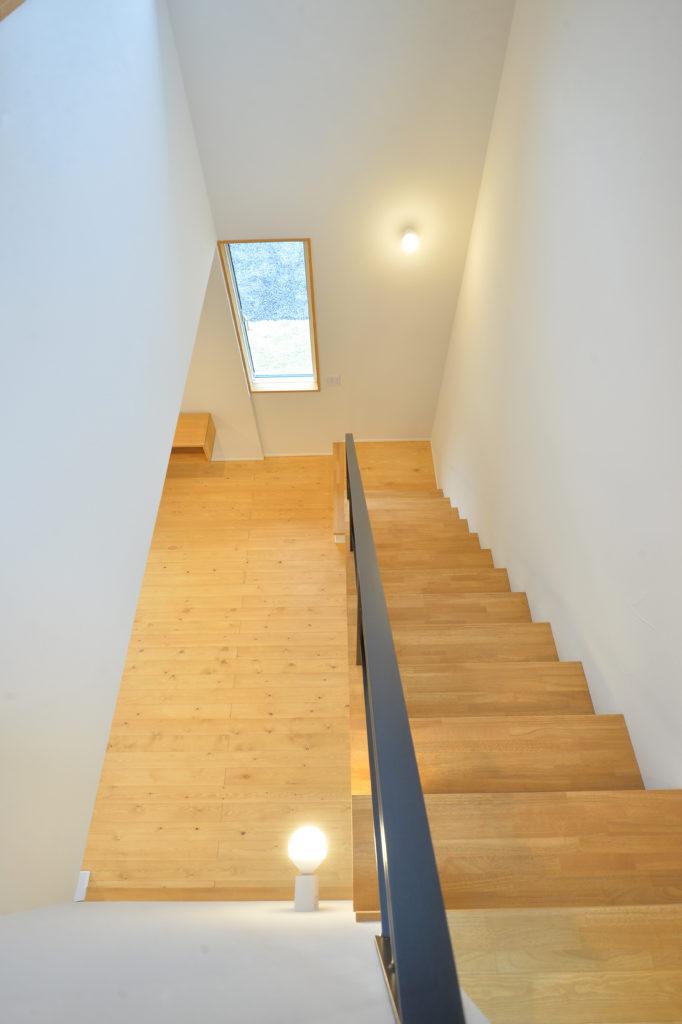 階段の上が吹き抜け|八戸市 工務店