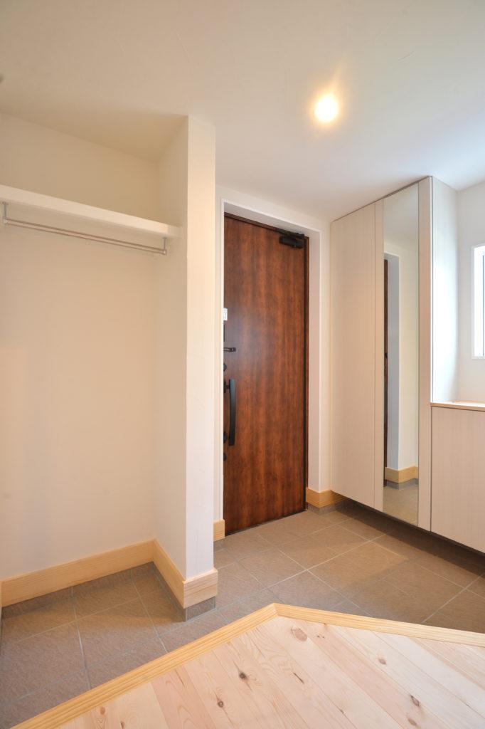 収納力のある玄関|八戸市 注文住宅