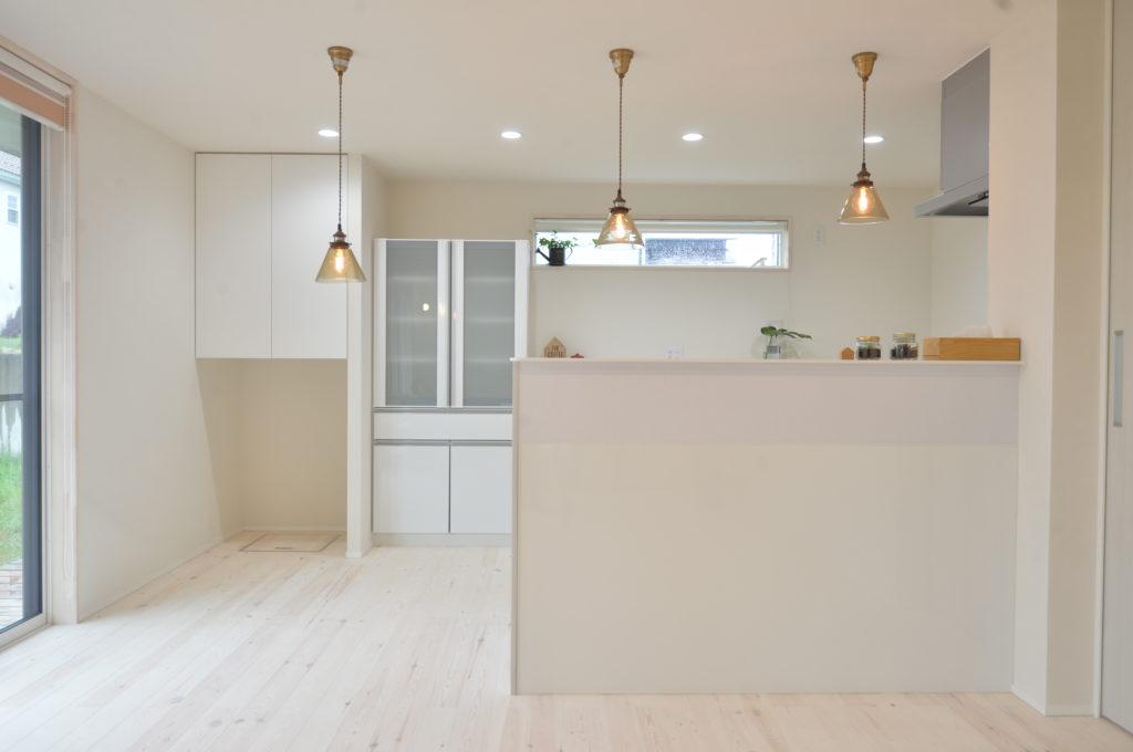 白を基調としたリビング|八戸市 新築住宅