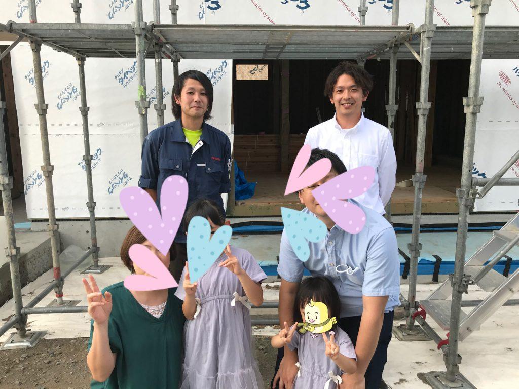 担当営業 荒谷さんと現場監督の塩倉君とK様の記念撮影 八戸市 新築住宅