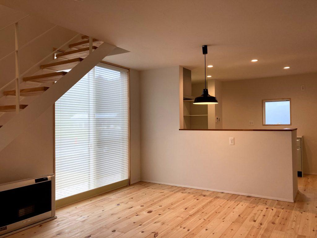 無垢の床のリビング|八戸市 新築住宅