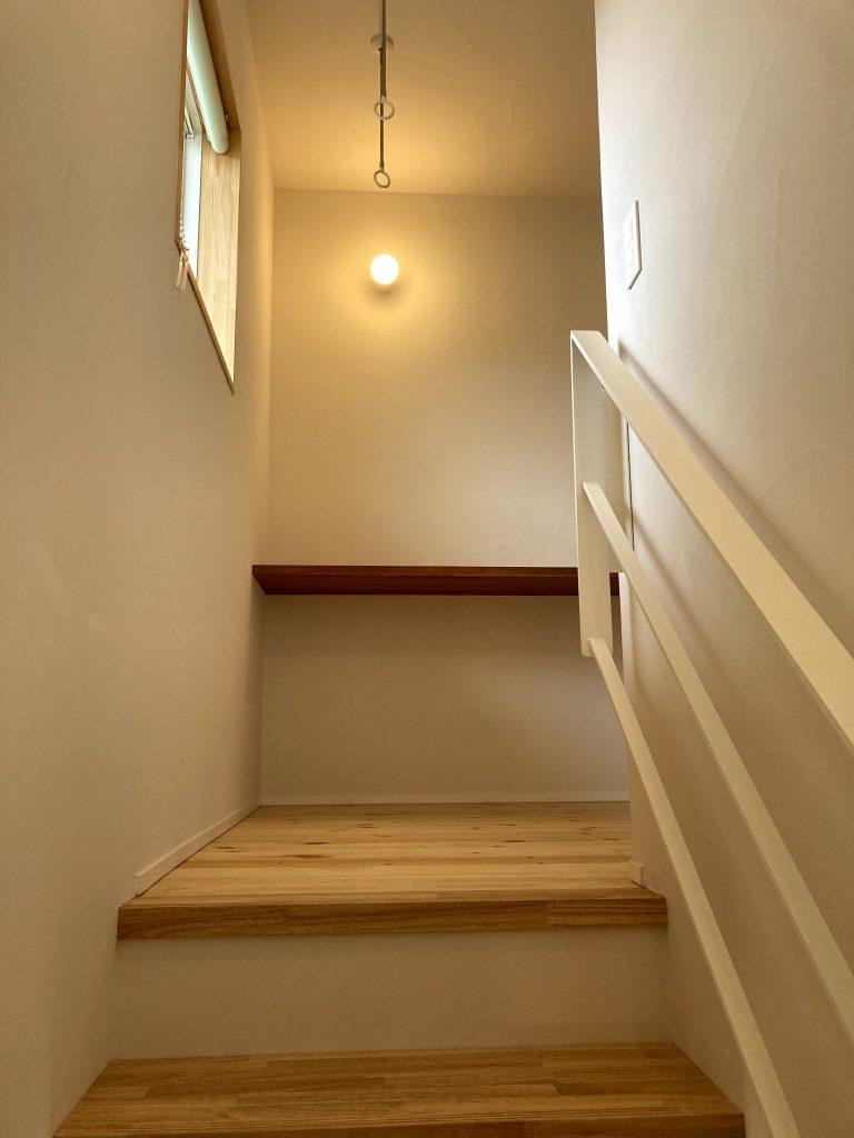 階段を上がると物干しスペース 八戸市 新築住宅