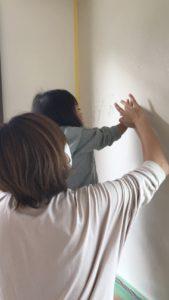ご家族で珪藻土の手形体験|八戸市 新築住宅