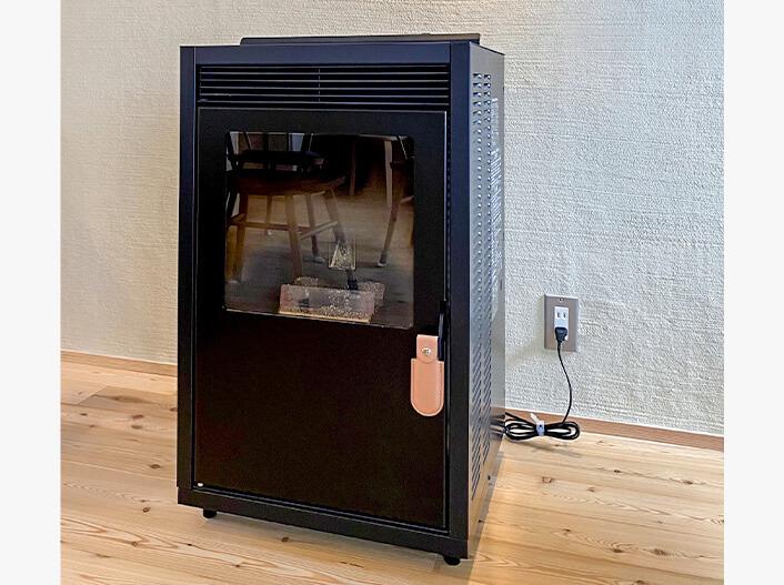 そのまま住める設備・家具|リビング暖房機(ペレットストーブ)