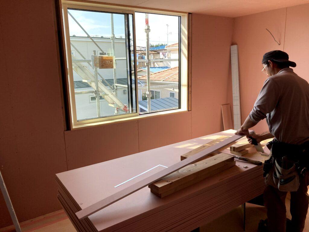 新築住宅 石膏ボードの施行中|八戸市 工務店